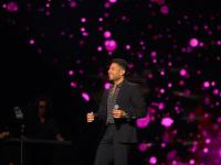 محمد حماقي يتعرض لموقف محرج في مسرح حفله بالسعودية بسبب الكورونا (فيديو)