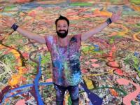 """للدخول في موسوعة """"جينيس"""".. فنان بريطاني يرُسم لوحة حجمها 2000 متر"""