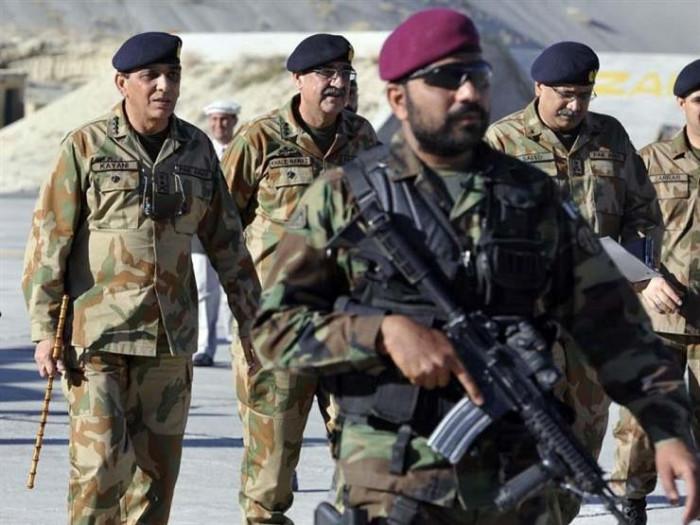 مصرع ضابط بالجيش الباكستاني إثر تبادل إطلاق نار مع عناصر إرهابية