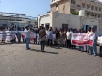 احتجاجات بالمكلا لوقف الاعتداء على أراضي أسر الشهداء