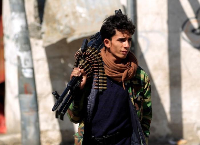 """نهب المصارف.. سلاح الحوثي لإذلال السكان وتحقيق الثراء """"الفاحش"""""""