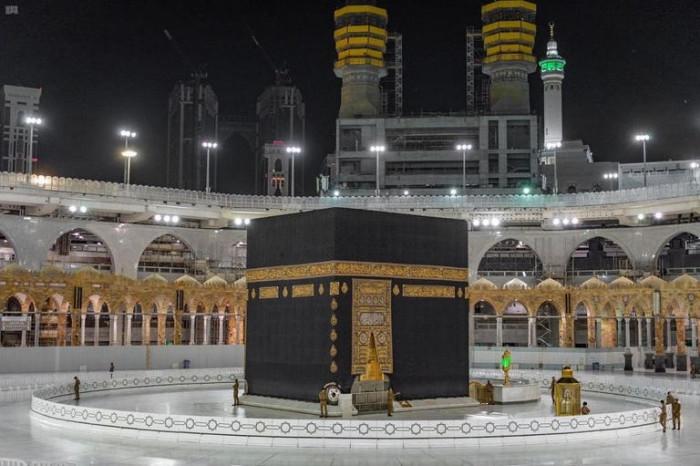 اليوم أول فوج من المعتمرين يصل مكة المكرمة