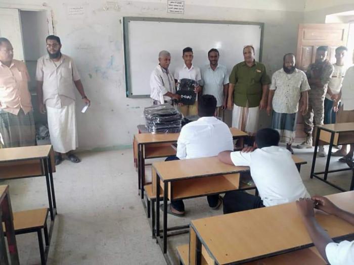 الدراسة تبدأ رسميًا في مدارس التعليم الأساسي بالشحر (صور)