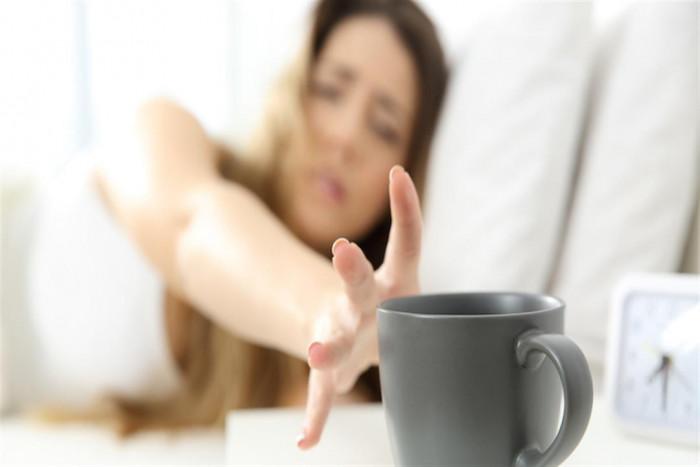 مخاطر تناول مشروب القهوة على الريق