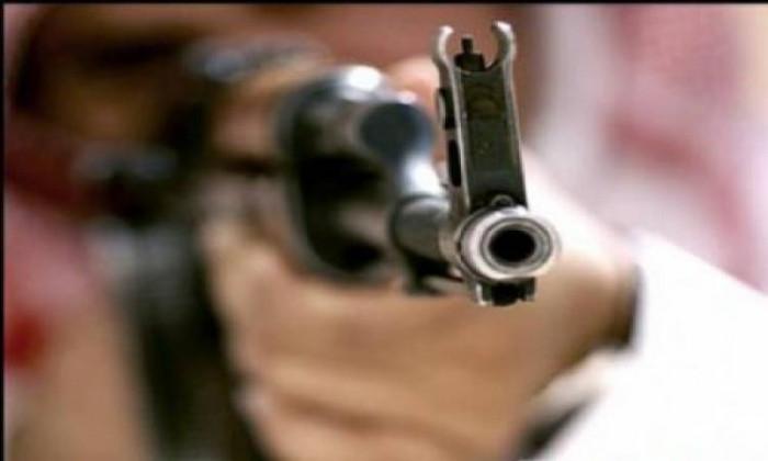 مواطن يفتح النار على جاره بردفان