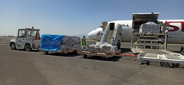 وصول شحنة لقاحات إلى مطار صنعاء