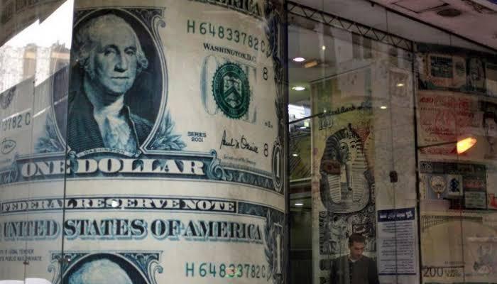 الدولار يتراجع في مصر ويسجل هذا الرقم