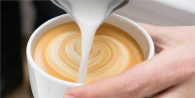 تعرف على فوائد تناول فنجان القهوة بالحليب