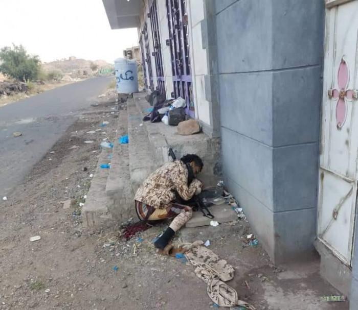 خيانة وراء مقتله.. العثور على جثة مُسلح في تعز