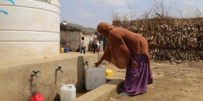 """بمنحة أوروبية.. """"أوكسفام"""" توفر إمدادات المياه في حجة"""