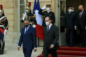 رئيس الوزراء العراقي يلتقي نظيره الفرنسي في باريس (صور)