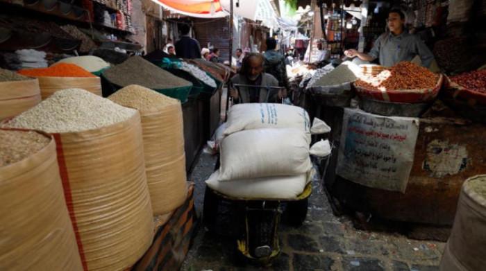 """""""الشرق الأوسط"""": الحوثيون يعتقلون التجار لجمع الجبايات"""
