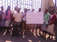 عمال كهرباء ردفان ينددون بالفساد المالي