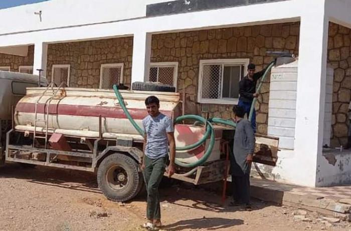 من خليفة الإنسانية.. صهاريج مياه تصل إلى غرب سقطرى