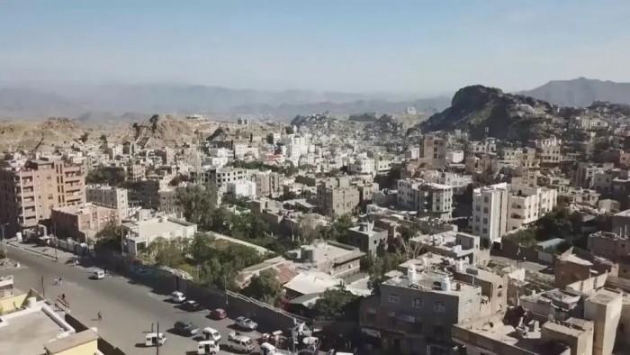 القصف الحوثي يُحاصر إحدى مدارس تعز