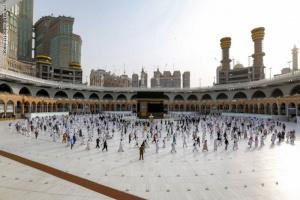 السعودية تضع ضوابط أداء العمرة.. تعرف عليها