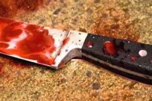مُعلمة تطعن طفل بسكين داخل مدرسته في تبن
