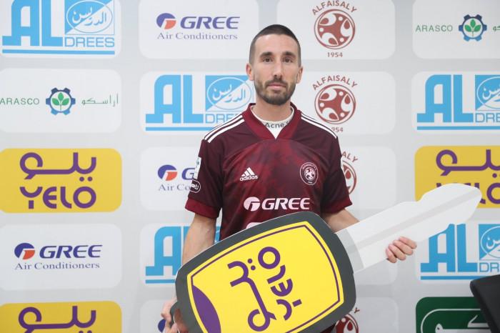 الفيصلي السعودي يضم لاعب نيوكاسل السابق