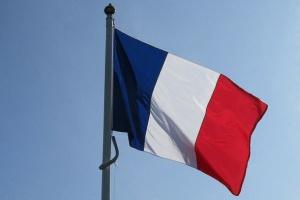 فرنسا ومالي توقعان 5 اتفاقيات بـ140 مليون يورو