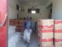 وصول دعم إغاثي إماراتي إلى منطقة غيل بشبوة