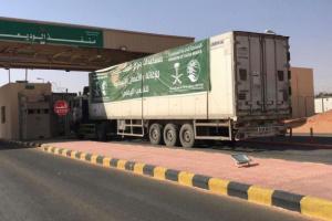 21 شاحنة إغاثة سعودية تصل إلى 4 محافظات