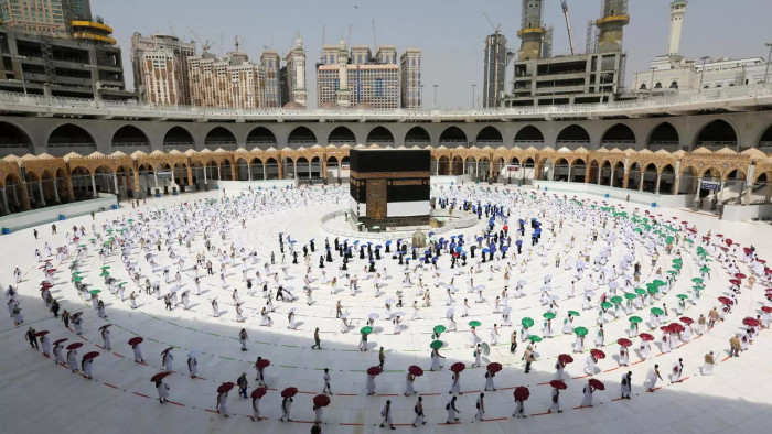 السعودية تخصص فنادق لعزل المعتمرين المشتبه في إصابتهم بكورونا  