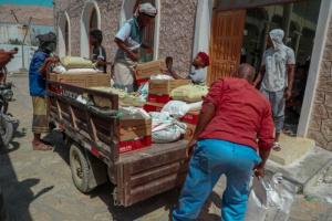 """5700 مستفيد من مساعدات """"الهلال الإماراتي"""" في المكلا"""