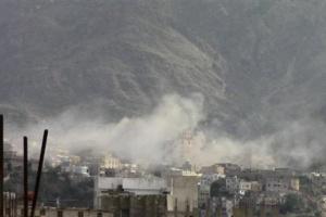 إرهاب على مساكن السكان.. الحوثي يسلب حق الحياة