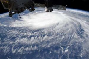 إعصار زيتا يصل إلى ذروته في أمريكا
