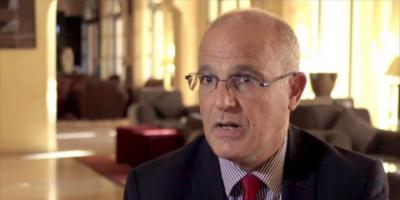 السفير البريطاني يطالب الشرعية والحوثيين بإنهاء الحرب