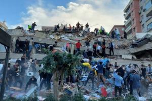 ارتفاع ضحايا زلزال إزمير إلى 6 قتلى وأكثر من 200 جريح