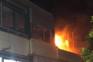 اندلاع حريق هائل بأشهر مطاعم تعز