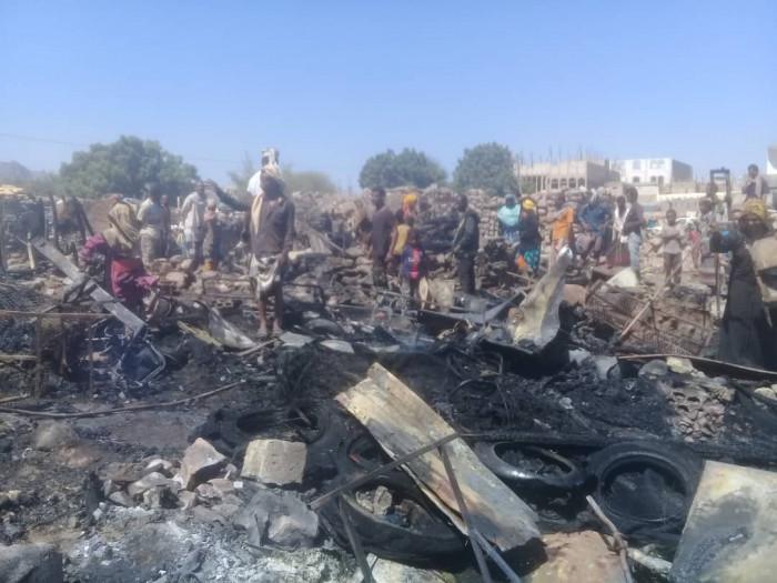 السيطرة على حريق في مساكن المهمشين بردفان (صور)