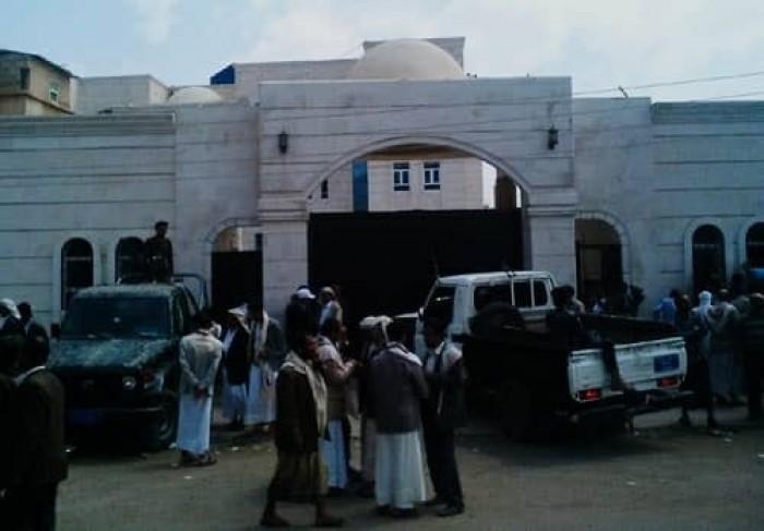 محكمة حوثية تقضي بإعدام شاب بتهمة التخابر
