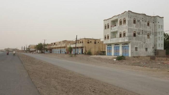 استهداف حوثي للمنازل في حيس