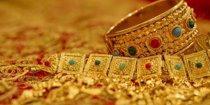 الذهب يتراجع عالميًا.. هكذا أسعاره في الأسواق اليمنية
