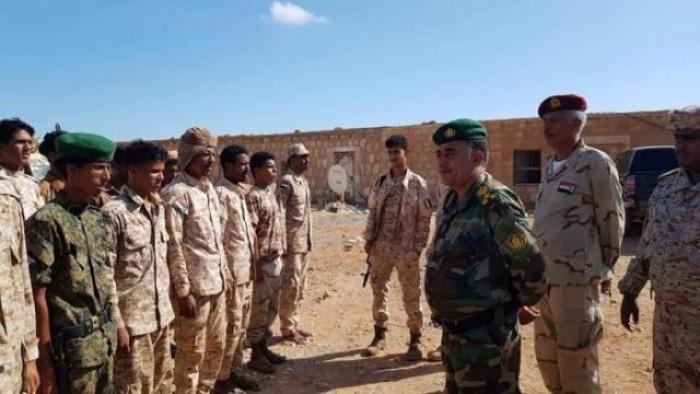 """أركان """"الأول مشاة"""" يتفقد 4 مواقع عسكرية بسقطرى"""
