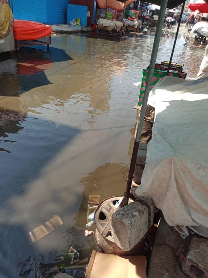 طفح مياه الصرف الصحي في الشيخ عثمان (صور)