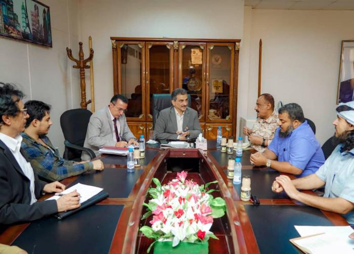"""لملس يُشيد بدور """"الصرافين"""" في حل أزمة مرتبات العسكريين"""