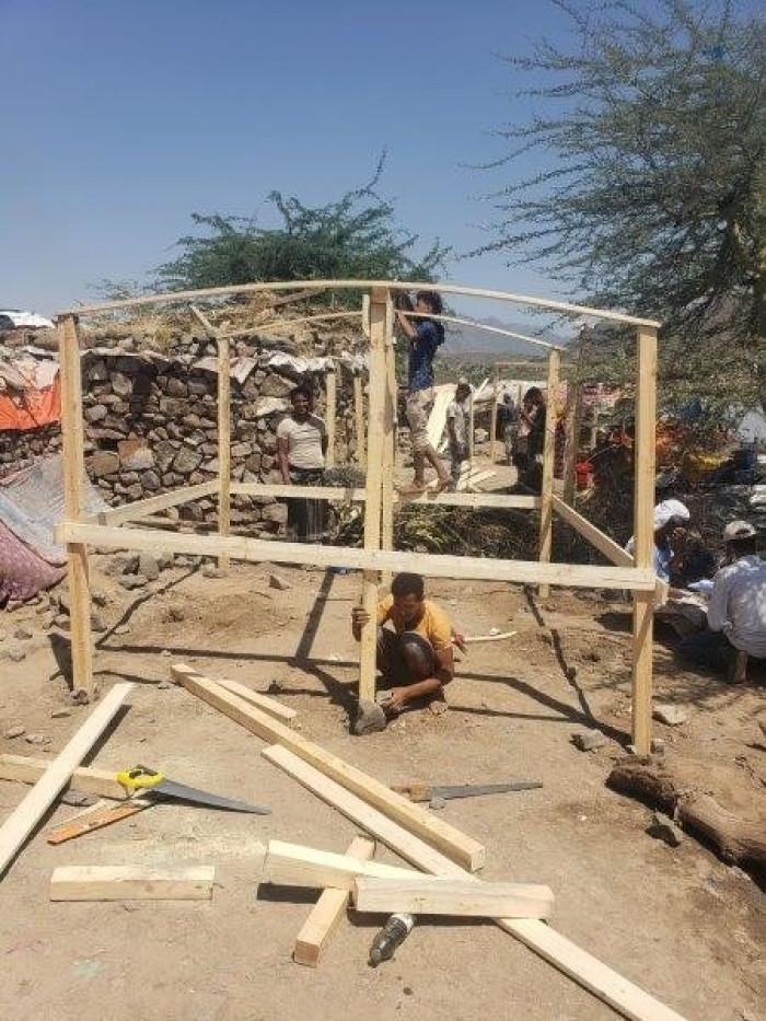 """""""مفوضية اللاجئين"""": مواد بناء للعائلات النازحة في تعز"""
