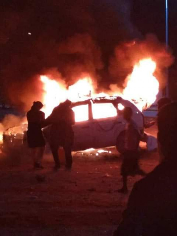 تفجير سيارة شقيق قيادي مؤتمري في عتق