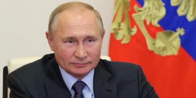 لهذا السبب.. بوتين يهدي مواطنة وسام الاستحقاق