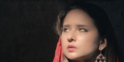 من الأردن.. نيللي كريم تخطف الأنظار بجلسة تصوير جديدة