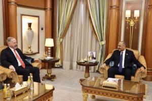 """خلال لقائه بـ """"هنزل"""".. الزُبيدي: استوفينا كل ما يلزم لتنفيذ اتفاق الرياض"""