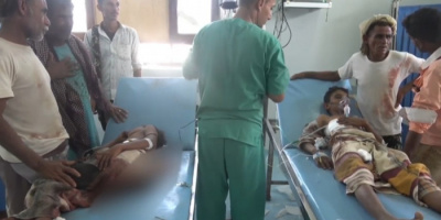مقذوف حوثي يُصيب طفلين بالخوخة (فيديو)