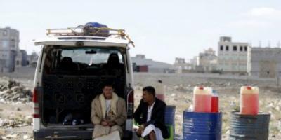 سلاح الأزمات النفطية.. سكاكين الحوثي تذبح السكان