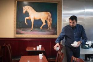 قصة مطعم في واشنطن يقدم وجبات مجانية للمشرّدين