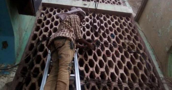 فصل ربط الكهرباء العشوائي في محال الحوطة