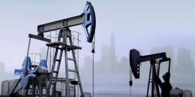 النفط يهبط وسط مخاوف من زيادة المعروض وقلة الطلب