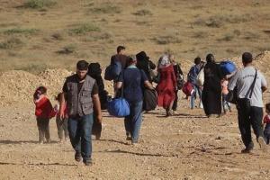 التصعيد التركي يُجبر أهالي عين عيسى على النزوح